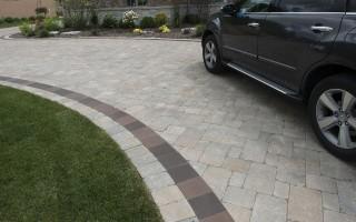 Driveway-Closeup,-Brick-Paving,-Glenview-Hardscaping-Project
