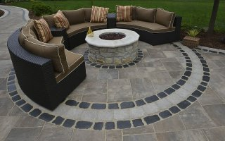 UNILOCK Beacon Hill Flagstone, Courtstone Sitting Space